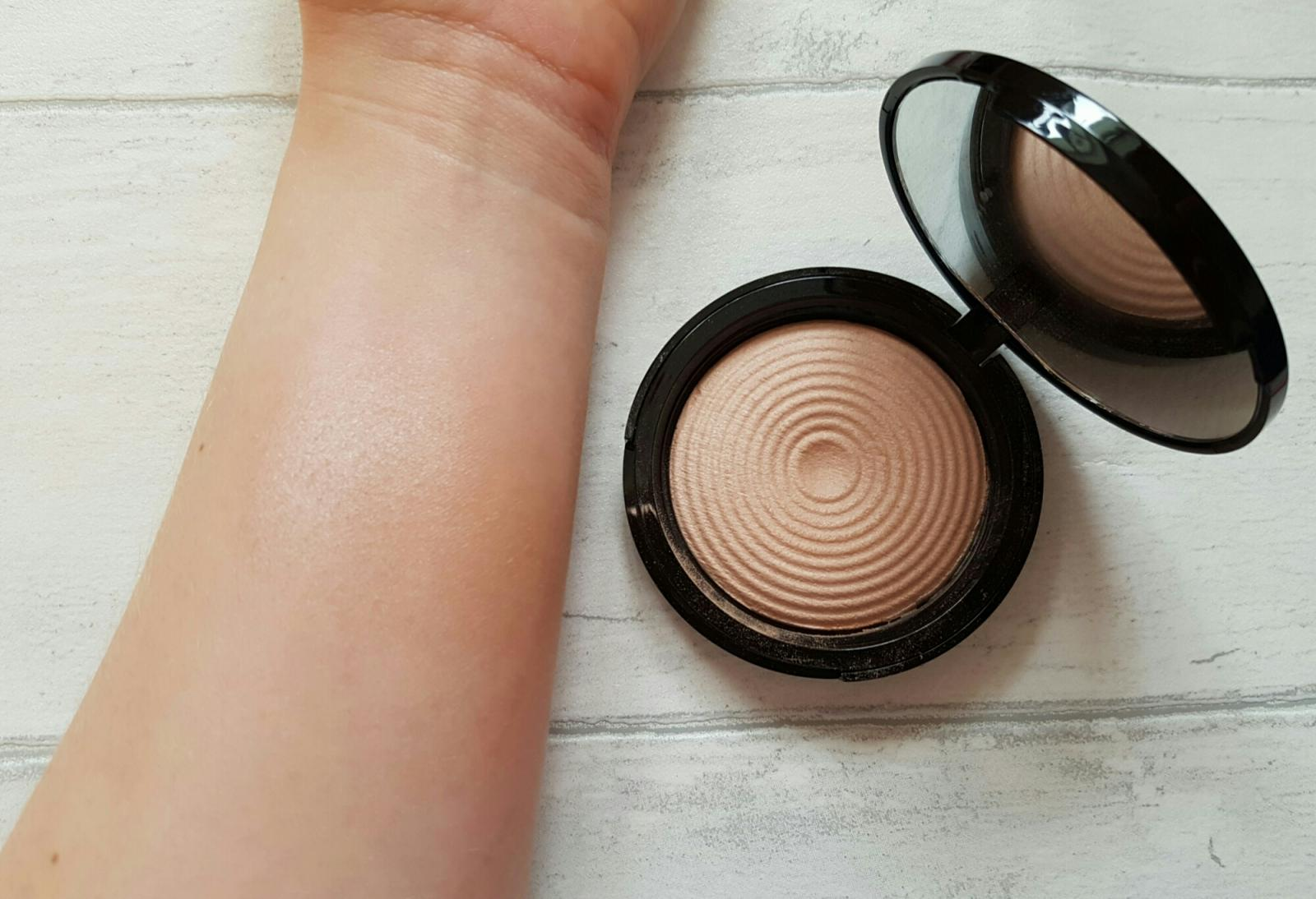 makeup revolution radiant light breathe swatch