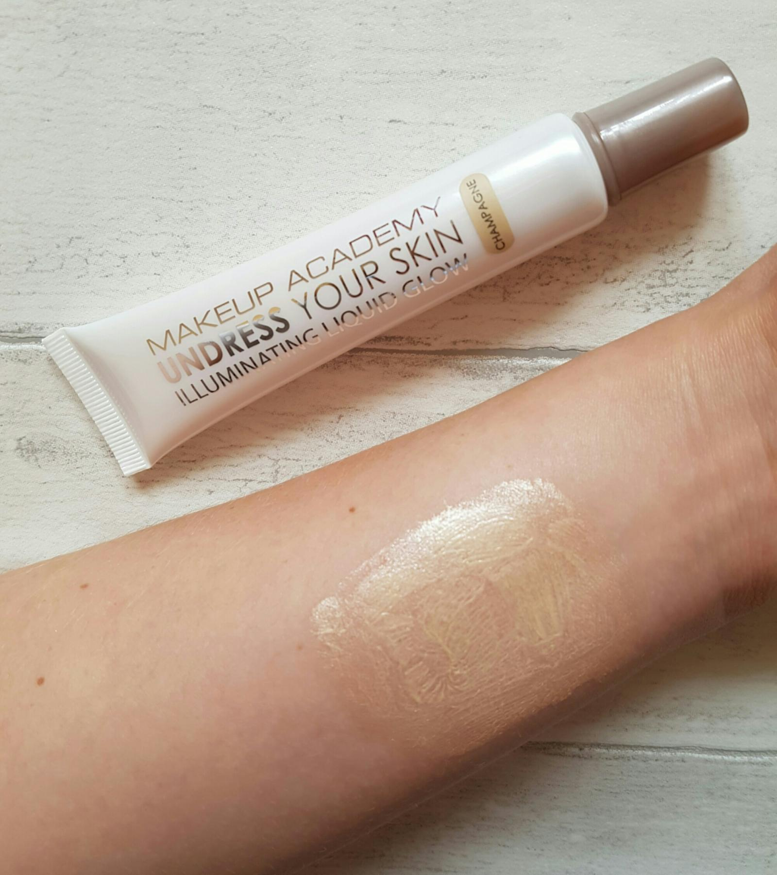 mua illuminating liquid glow