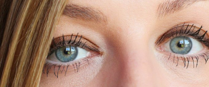 Creating a legendary eye look with Charlotte Tilbury Legendary Lashes Volume 2 Mascara 23_edited.jpg