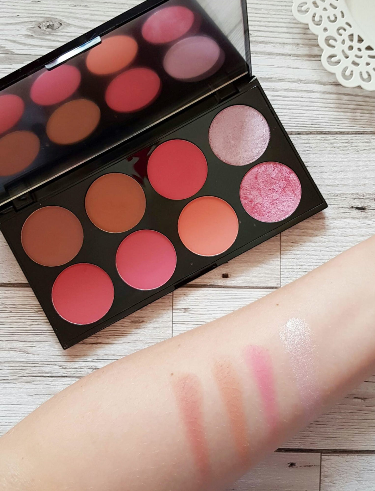 Makeup Revolution Sugar and Spice Blush Palette swatches