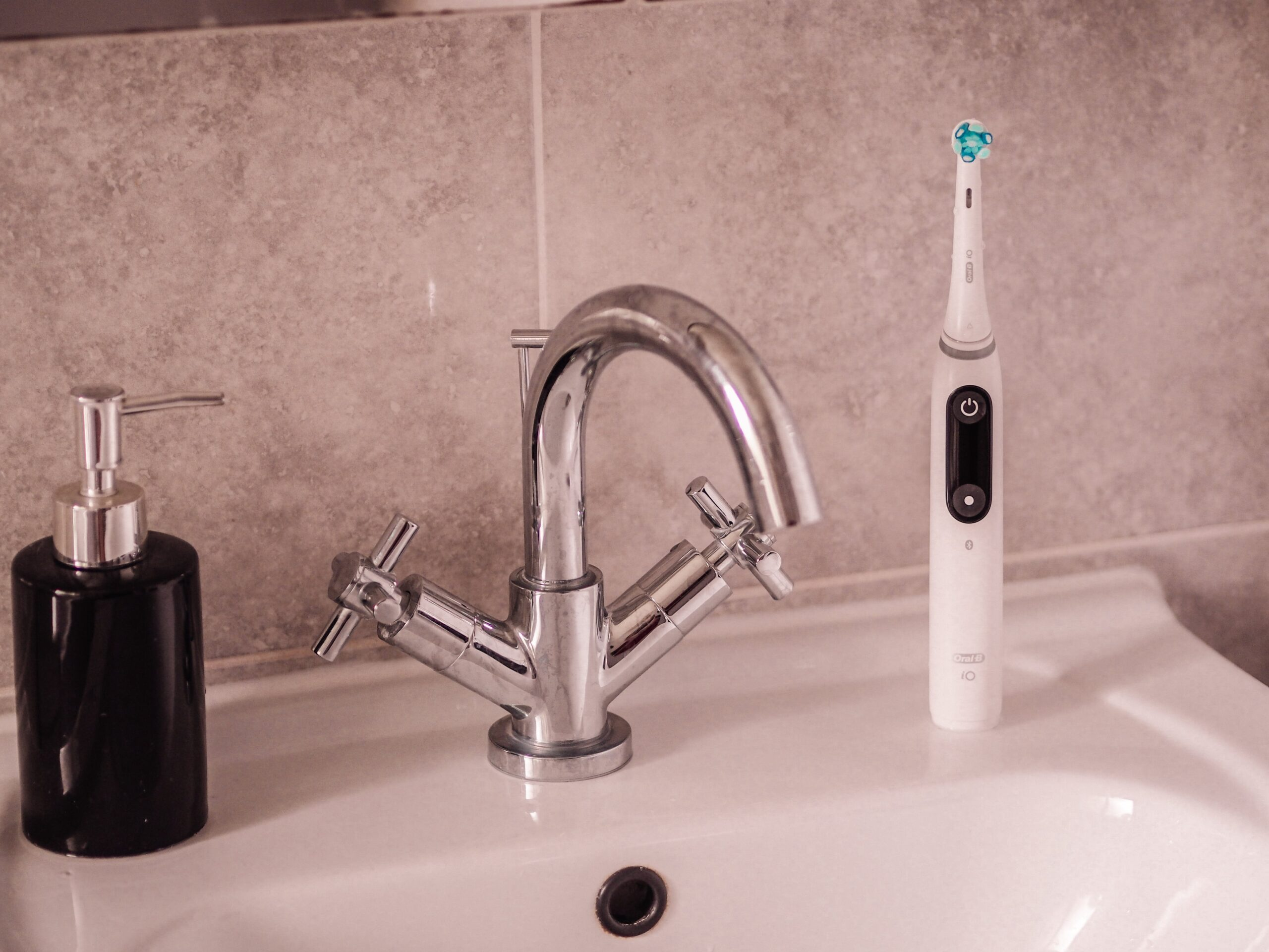 Oral B iO9 Electric Toothbrush Review